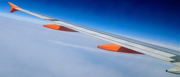 easyjet aircraft wing