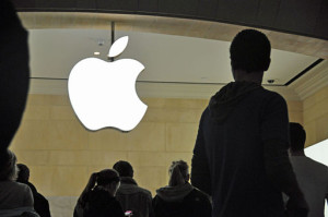 Apple_store_silhouettes